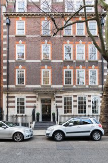 Forget Coworking—These Coliving Spaces Let You Travel the World For $1,800 a Month - Photo 15 of 25 - Roam London facade