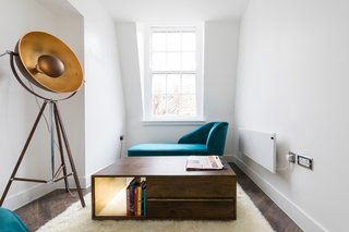 Forget Coworking—These Coliving Spaces Let You Travel the World For $1,800 a Month - Photo 19 of 25 - Roam London reading room