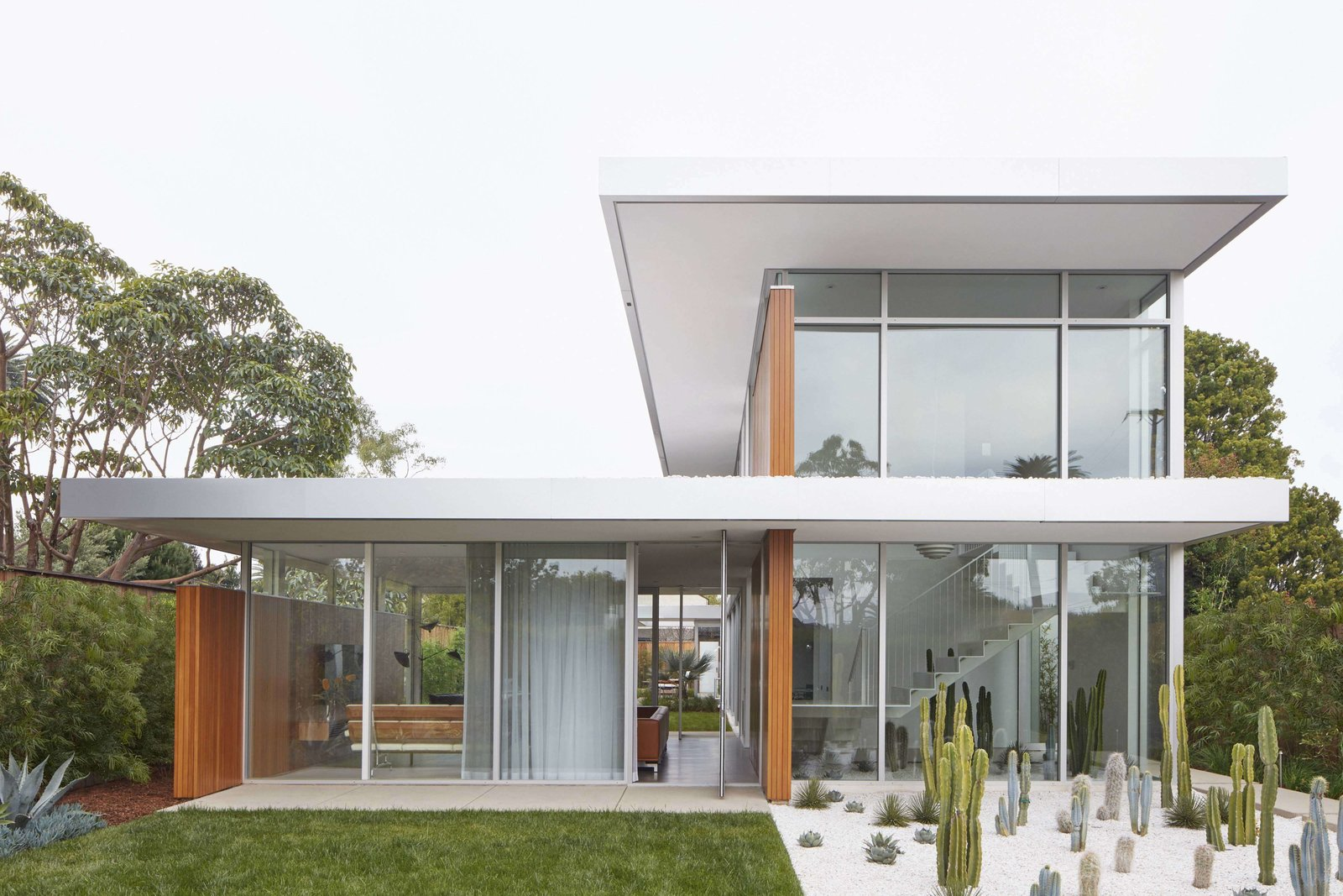 Tagged: Outdoor, Front Yard, Gardens, Garden, and Grass.  Santa Monica Residence by www.MidcenturyModern.LA