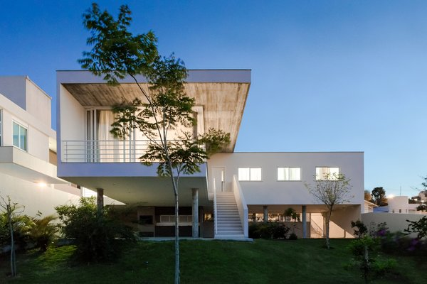 Modern home with slope, back yard, garden, walkways, trees, gardens, concrete pool, and kitchen. Photo  of View House