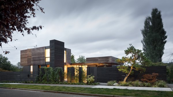 Modern home with outdoor and front yard. Helen Street by mw|works Photo  of Helen Street