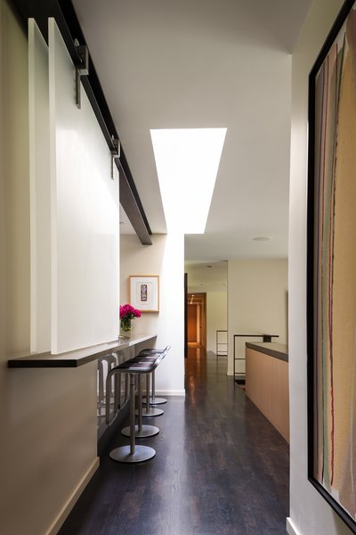 Modern home with kitchen. Medina Residence Photo 2 of Medina Residence