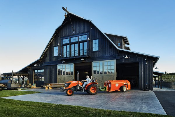 Modern home with outdoor. Manson Barn by SkB Architects Photo 3 of Manson Barn
