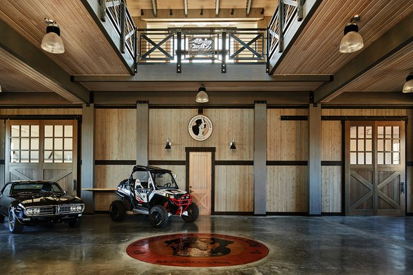 Modern home with garage. Manson Barn by SkB Architects Photo 6 of Manson Barn