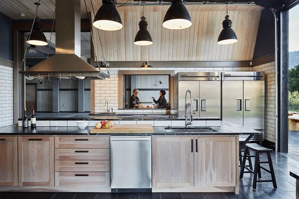 Modern home with kitchen. Manson Barn by SkB Architects Photo 17 of Manson Barn