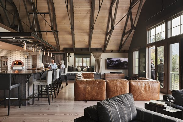 Modern home with dining room. Manson Barn by SkB Architects Photo 10 of Manson Barn