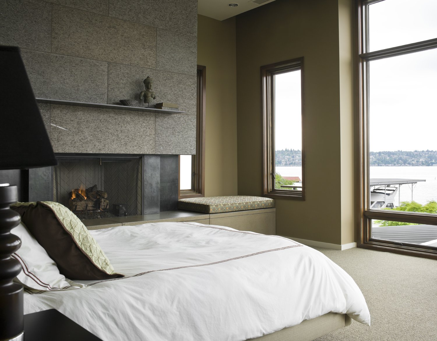 Mountain View Residence Tagged: Bedroom, Bed, Bench, and Carpet Floor.  Mountain View Residence by SkB Architects