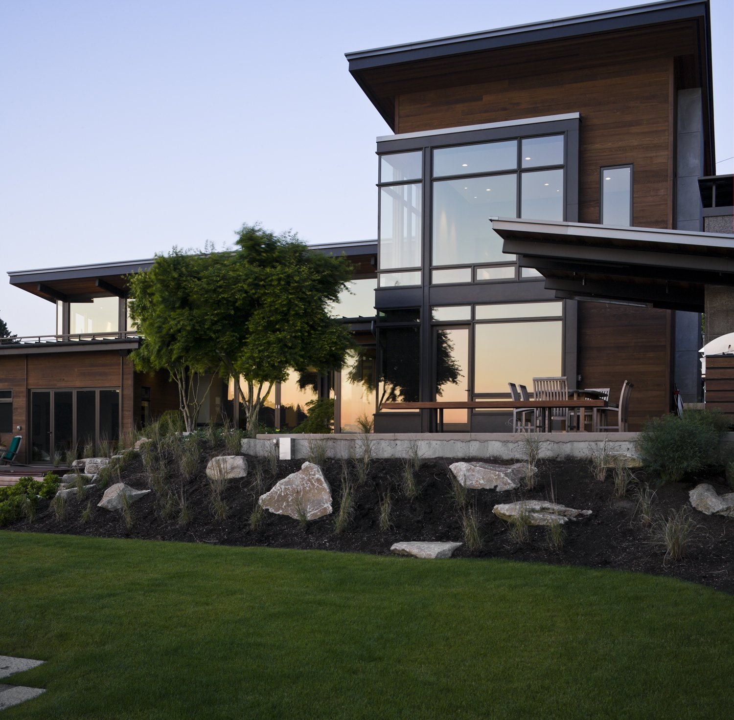 Mountain View Residence Tagged: Outdoor, Back Yard, Grass, and Small Patio, Porch, Deck.  Mountain View Residence by SkB Architects