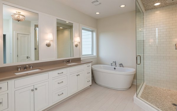 Modern home with bath room. Photo 2 of Dynasty Partners Home