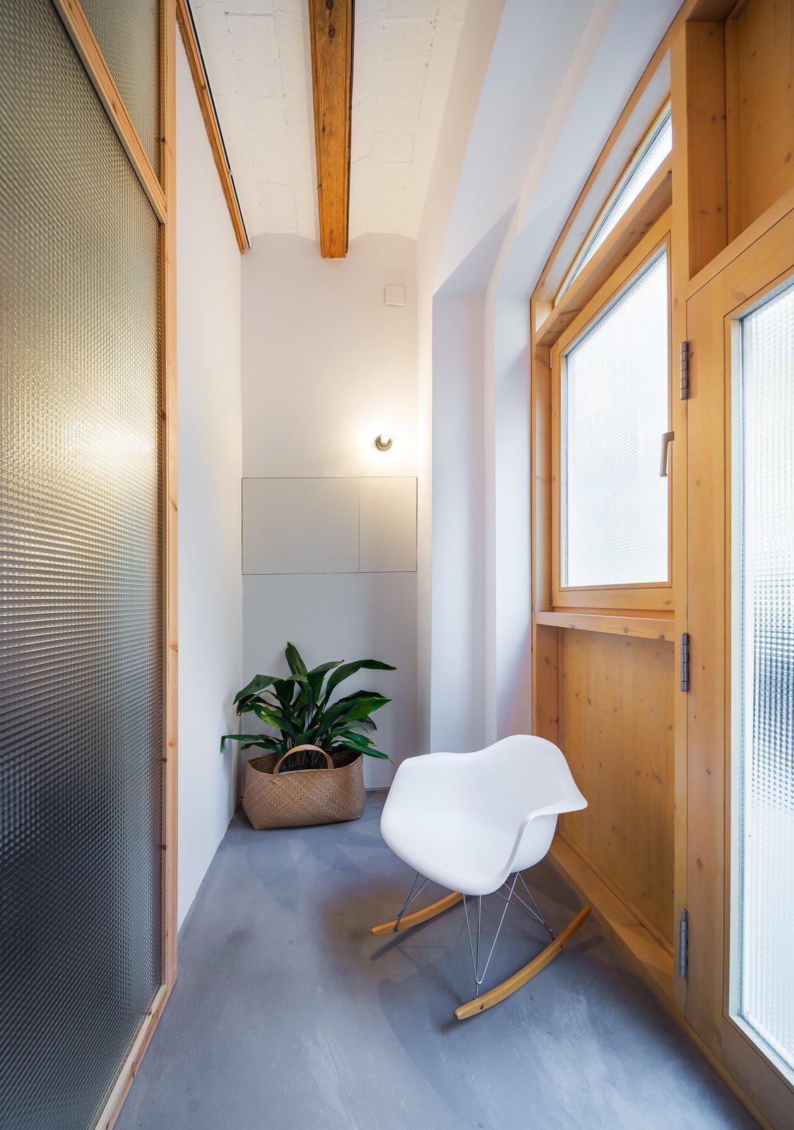 Tagged: Hallway.  Can Ghalili by LoCa Studio