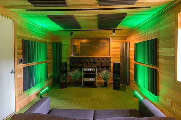 Modern home with shed & studio, den, and home theater. Photo 9 of Vintage Barn