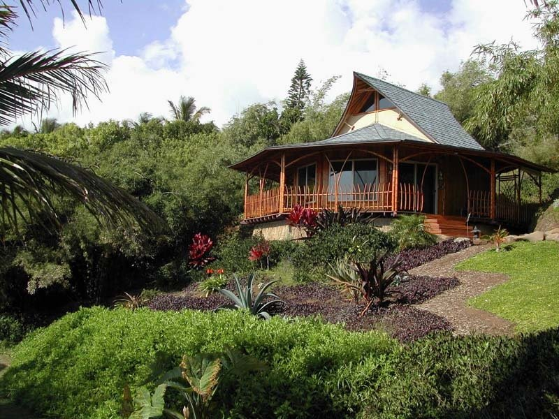 Constructed of bamboo, this Hawaiian bungalow embraces the native culture of the islands. Bamboo Living Homes are the sole approved and certified bamboo abodes. 7 Hawaiian Prefabs and Kit Homes - Photo 5 of 8