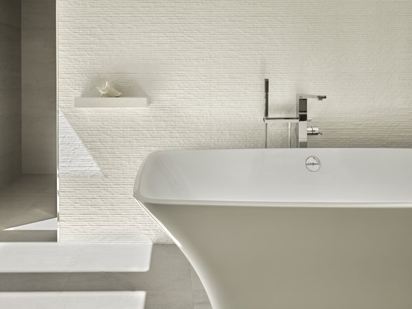 Modern home with bath room and freestanding tub. Bath wall. Photo 4 of Wine Country Cool