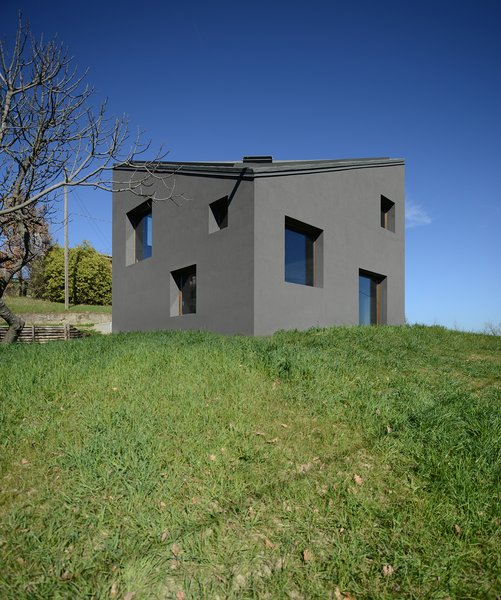 Modern home with outdoor, vegetables, gardens, grass, trees, and horizontal fence. Photo 8 of HOUSE R