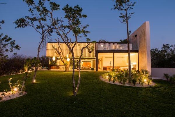 Modern home with outdoor, garden, and trees. Garden facade Photo 11 of Casa Chaaltun