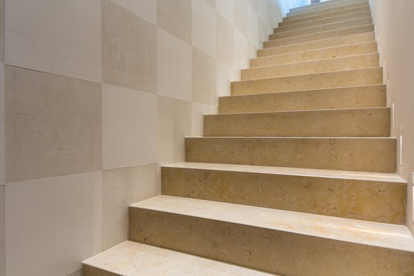 Modern home with stone tread and staircase. Photo 10 of Campo al Doccio