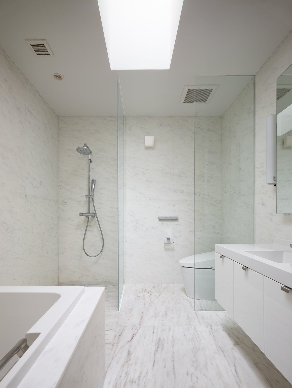 Tagged: Bath Room and Marble Floor.  House on Ikema Island by 1100 Architect
