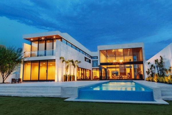 Modern home with doors, exterior, metal, and sliding door type. Photo  of Casa Norte