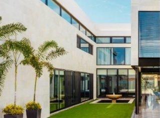 Modern home with windows. Photo 2 of Casa Norte
