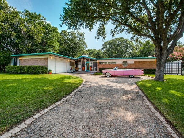 Modern home with outdoor and front yard. Photo  of Candy-Colored Mid-Century Modern Throwback