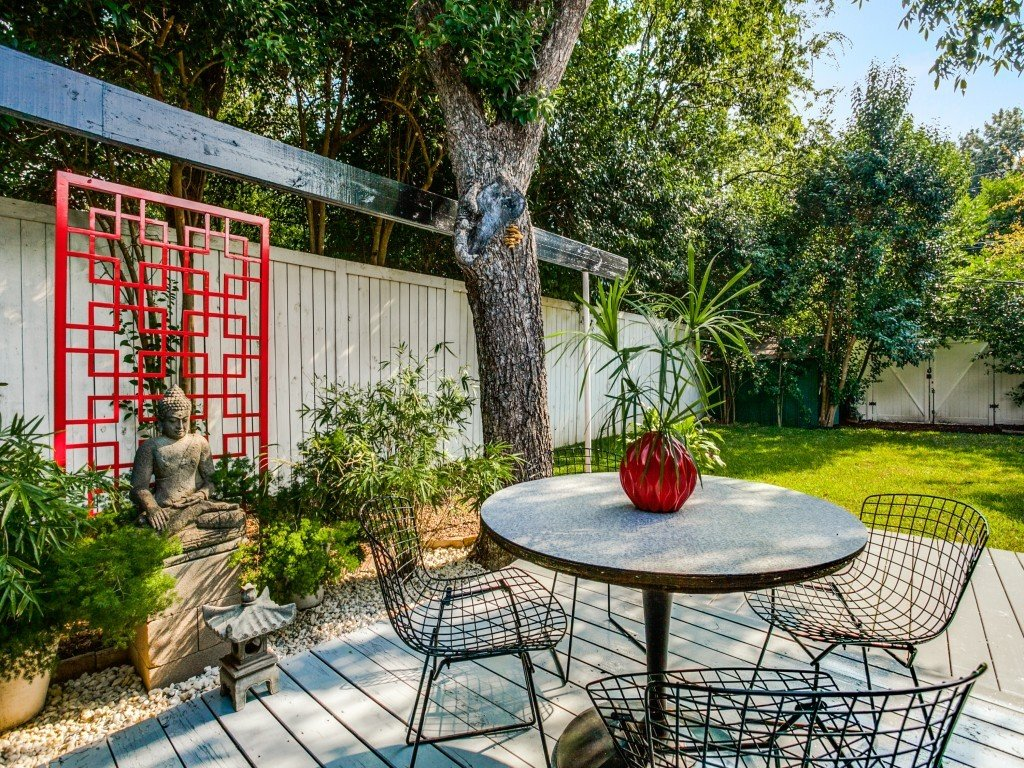 Tagged: Outdoor, Trees, Shrubs, Grass, Back Yard, Small Patio, Porch, Deck, Wood Patio, Porch, Deck, Vertical Fences, Wall, and Wood Fences, Wall.  Candy-Colored Mid-Century Modern Throwback by Zillow
