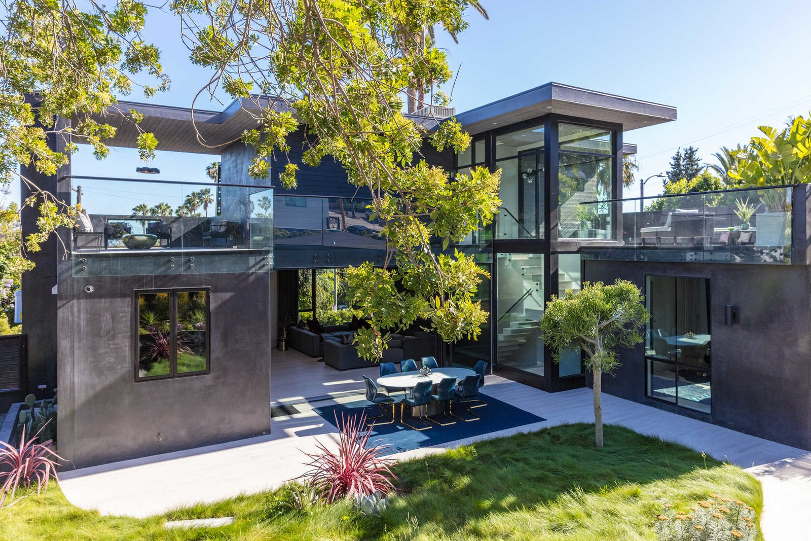 Tagged: Outdoor, Back Yard, Side Yard, and Large Patio, Porch, Deck.  Italian Modernist Home by Zillow