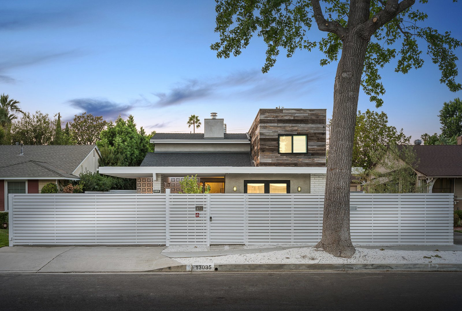Tagged: Outdoor and Horizontal Fences, Wall.  Mid-Century Meets Boho Chic by Zillow