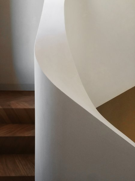Modern home with staircase and wood tread. Photo 12 of buda