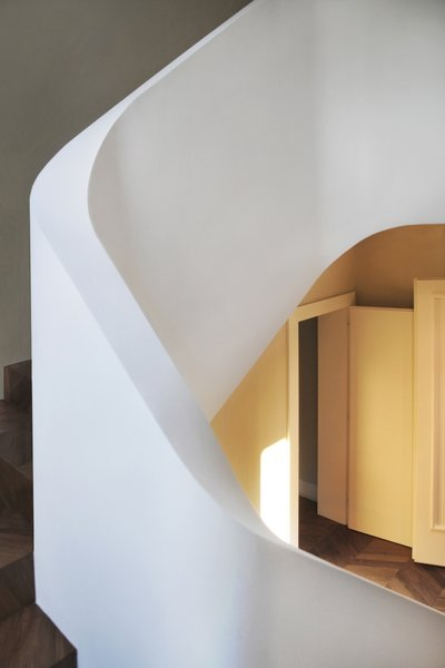 Modern home with staircase and wood tread. Photo 10 of buda
