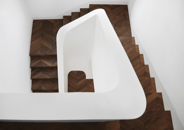 Modern home with staircase and wood tread. Photo 13 of buda