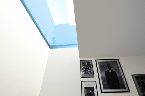 Modern home with bath room and ceiling lighting. Photo 9 of sup