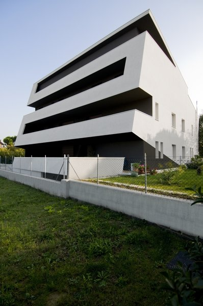 Modern home with outdoor and grass. Photo 2 of vc1