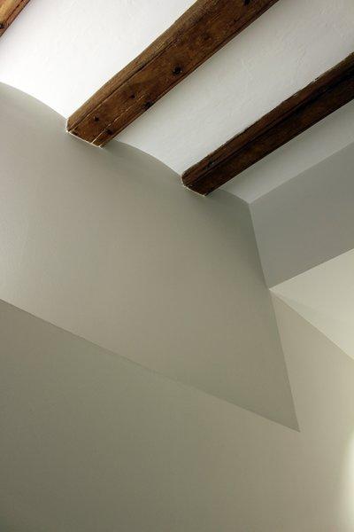 Photo 5 of ASSAONADORS FLAT by Ros+Falguera Arquitectura modern home