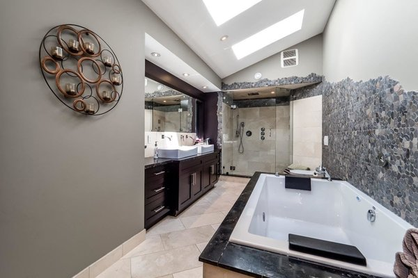 Modern home with bath room. Photo 12 of City and Ocean View Home