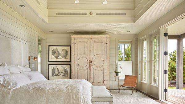 Modern home with bedroom. Mutiny Bay Photo 8 of Mutiny Bay