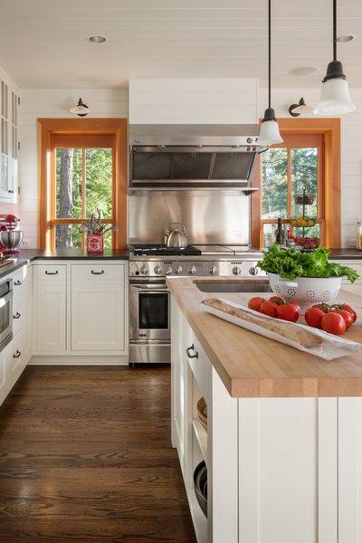 Modern home with kitchen. Suncadia Photo 8 of Suncadia