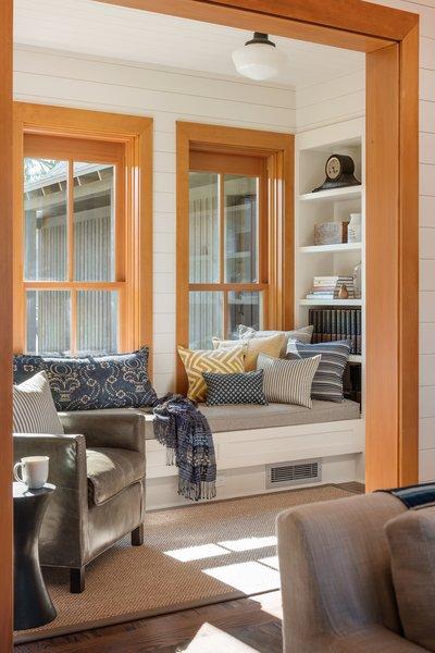 Modern home with living room. Suncadia Photo 11 of Suncadia