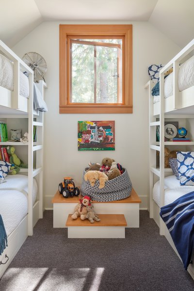 Modern home with kids room, bunks, and bed. Suncadia Photo 14 of Suncadia
