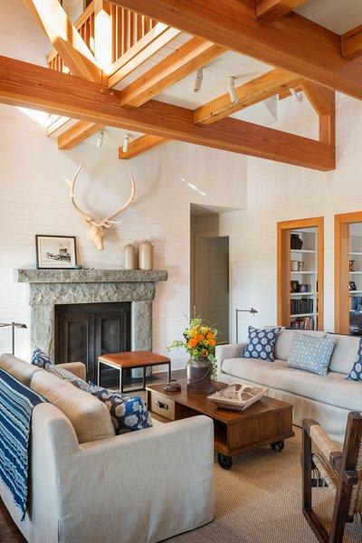 Modern home with living room. Suncadia Photo 9 of Suncadia