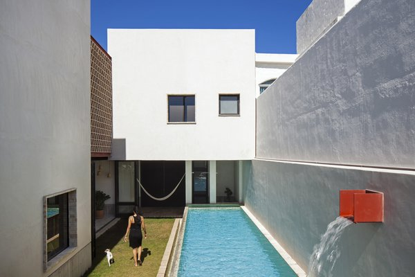 Modern home with outdoor and small patio, porch, deck. Patio. Photo 4 of Casa Iguana