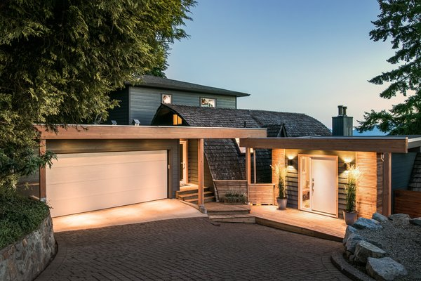 Modern home with outdoor and front yard. Driveway and front entrance  Photo  of Bayview Road