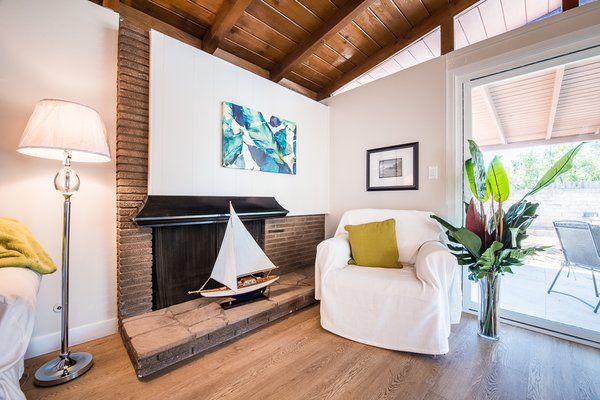 Modern home with living room. Photo 3 of Gorgeous Palmer & Krisel Home in the Heart of San Fernando Valley, CA