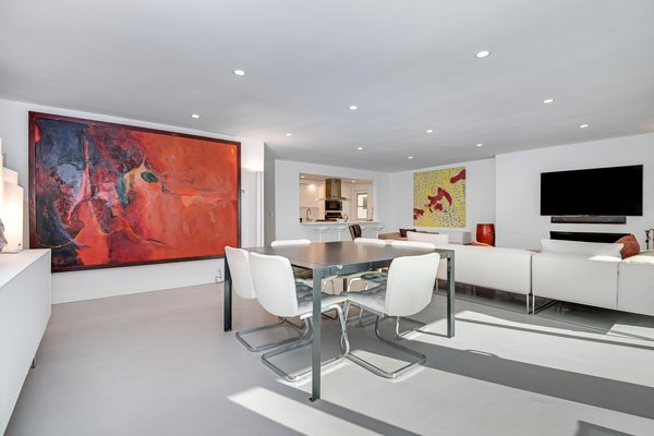 Modern home with living room. Photo  of Stunning 3BR on the sand in Marina del Rey