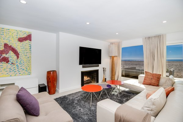 Modern home with living room. Photo 2 of Stunning 3BR on the sand in Marina del Rey