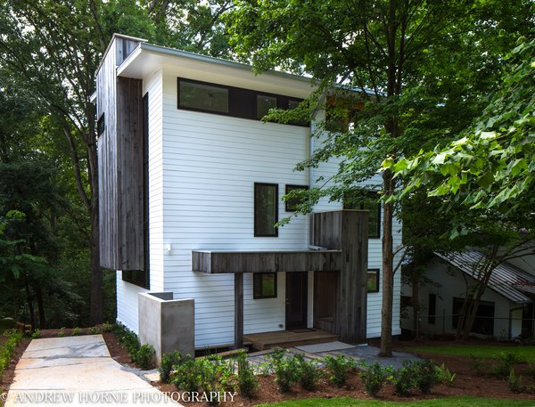 Modern home with windows, casement window type, wood, and metal. Photo  of Tree House