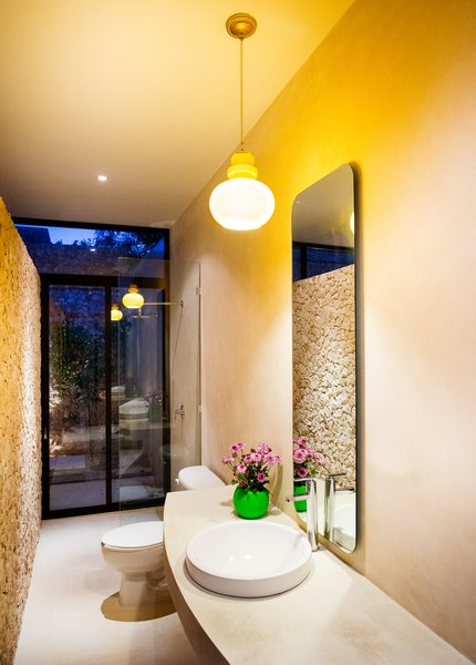 Modern home with bath room. Photo 18 of Casa FS55