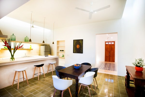 Modern home with dining room. Photo 13 of Casa FS55
