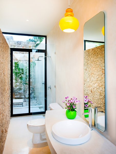 Modern home with bath room. Photo 10 of Casa FS55