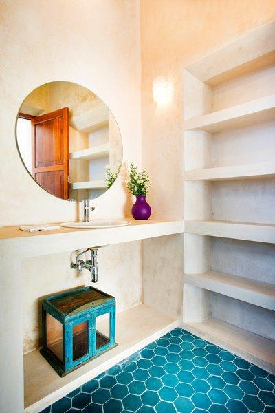 Modern home with bath room. Photo 8 of Casa FS55