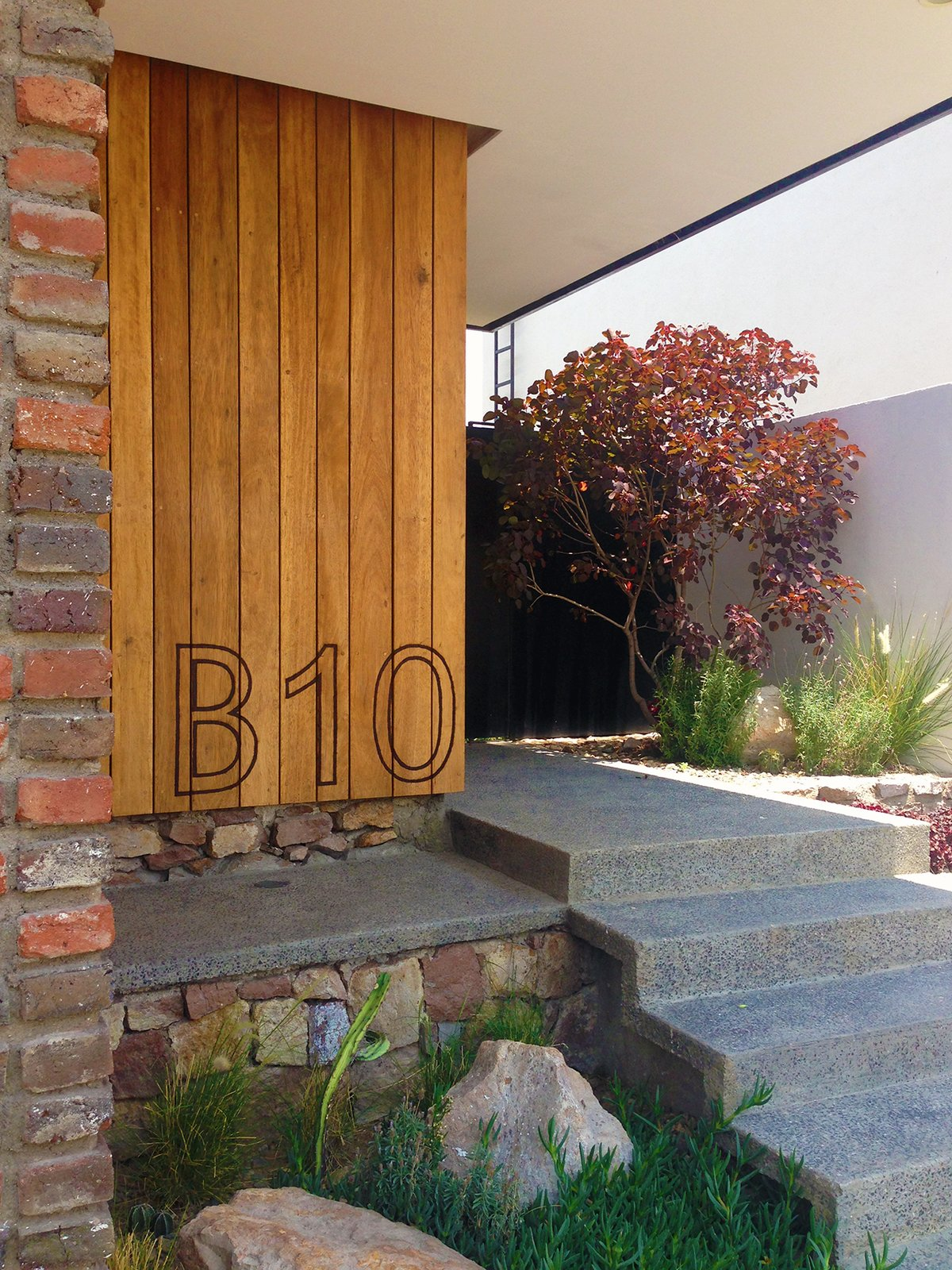 Front Yard - Hardscape Tagged: Outdoor, Hardscapes, Grass, Gardens, Flowers, Garden, and Front Yard.  Casa MA by e|arquitectos